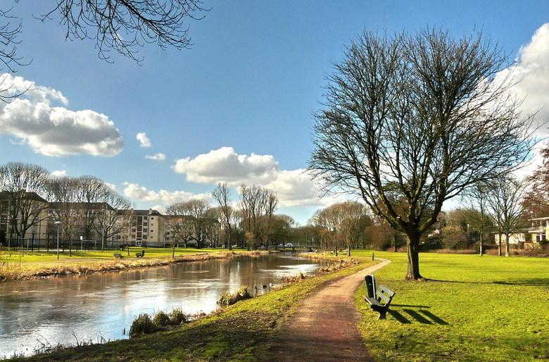 Utrecht nr 136. - Kromme Rijnpark in het voorjaars zonnetje, met zicht naar de Prinsebrug. <br /> 2 maart 2010.<br /> Groetjes Bob.<br /> <br /> H