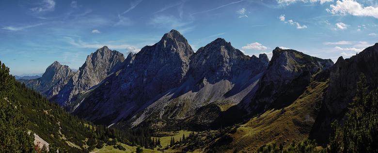 Tannheimer Tal - Afgelopen zomer was ik in het Tannheimer Tal. Op weg naar de Schlick, een berg van net iets meer dan 2000 meter, heb ik dit panorama