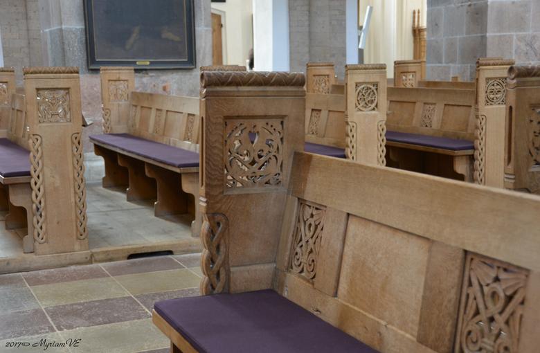Ribe  houtsnijwerk - De kerkbanken in de kathedraal van Ribe zijn gemaakt door een plaatselijke timmerman genaamd Hans Dau in 1900.  Alle kerkbanken h