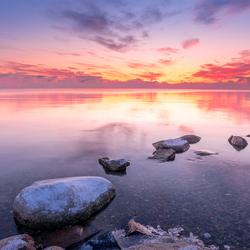IJskoude zonsondergang aan het IJsselmeer
