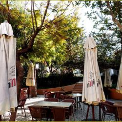 restaurantje met terras ..........