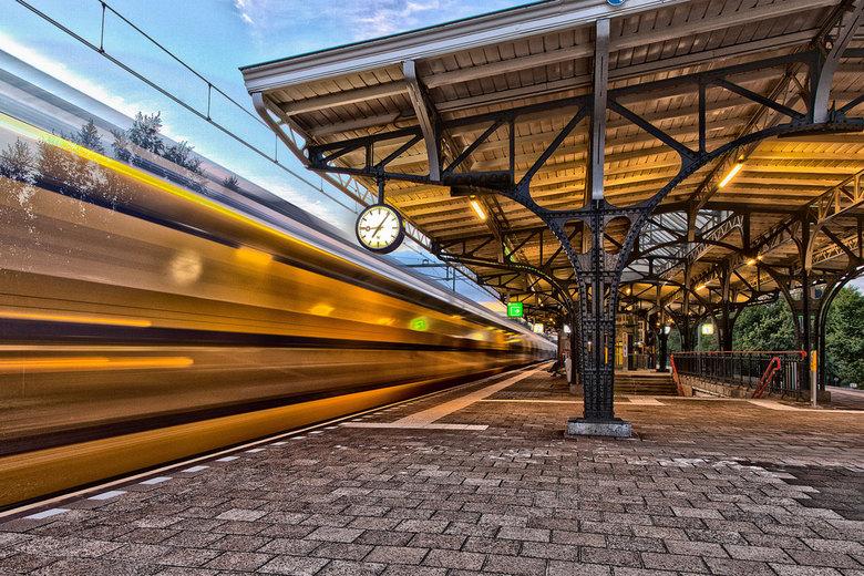 HDR station-Geldrop - station-Geldrop in de avonduren.