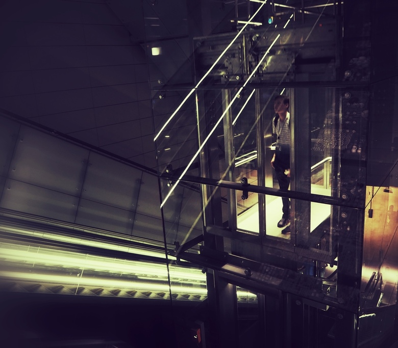 The Man in the Elevator - ......Noord-Zuidlijn Amsterdam