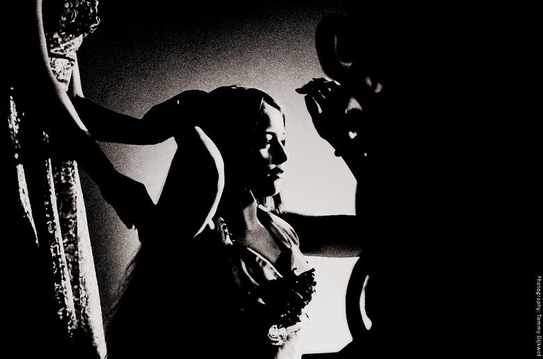 """Metamorfose - Een scene voor de spiegel in fotografiek<br /> <br /> <span style=""""font-weight:bold;"""">Sony A6000 met Nikon 50mm F1.8G </span><br /> <"""