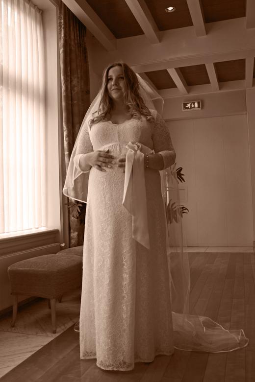 Prachtige zwangere bruid