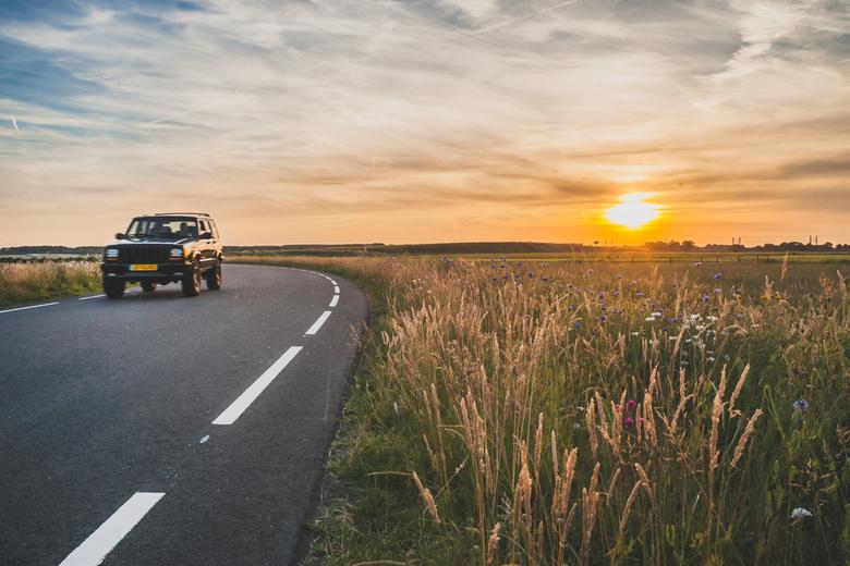 Zomer in de polder - Je hoeft niet altijd ver te reizen om de mooiste momenten te beleven. Zomeravonden in de Hollandse polder hebben die typische laz