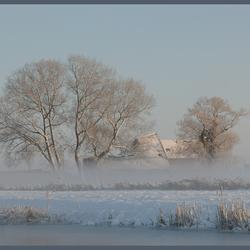 mist over sneeuw