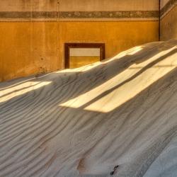 Zonnig raam op zand