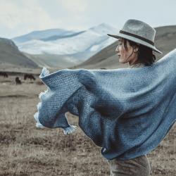 Fashion shoot at the Tibetan Plateau voor Yak-wool merk Norlha
