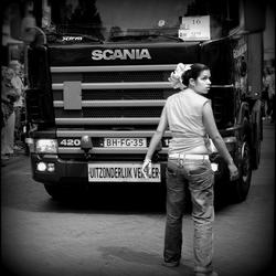 Truck met begeleidster