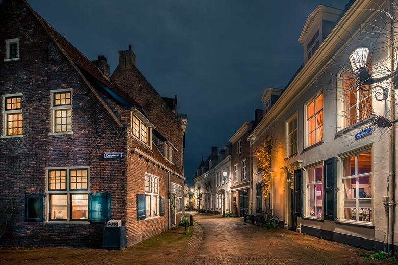 AUX! - Een wandeling door het mooie Amersfoort! Deze stad heeft voor de avondfotograaf zo veel meer te bieden dan enkel de Koppelpoort.<br /> Foto in