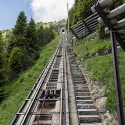 Niesen  trap naar de top op 2363 meter