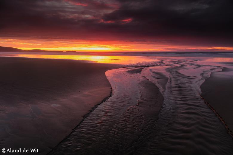 Beach NZ - Van mijn trip naar New Zealand. Op het strand vlakbij Moeraki (had al twee dagen de bolders geschoten). Een mooie zonsopkomst. Het regende