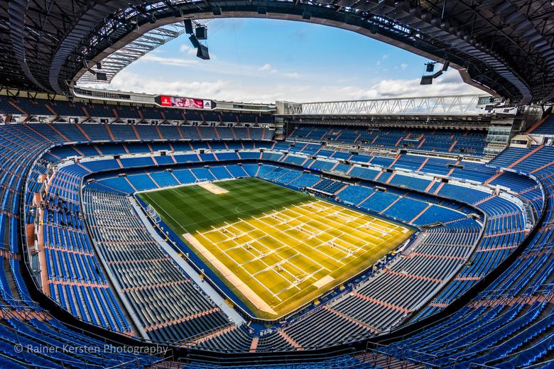 Santiago Bernabeu Stadium 2 Madrid-162 - In de laatste decembermaand was ik met mijn zoon in Madrid. Hier kreeg hij een keepersclinic van de jeugdstaf
