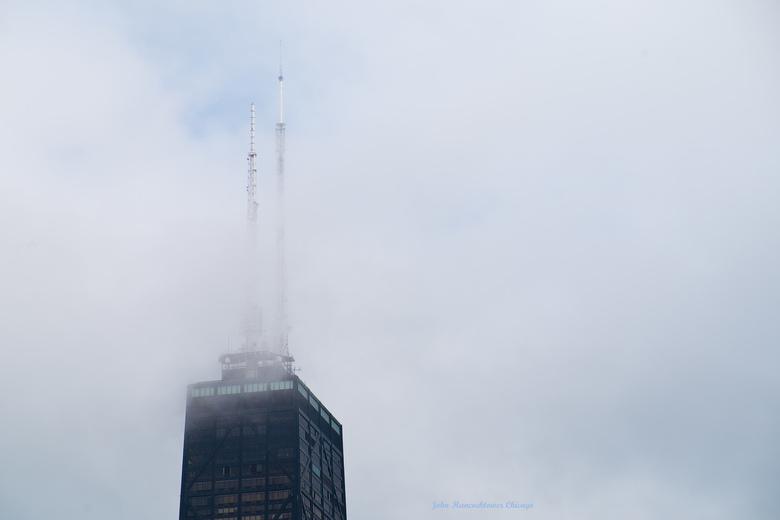 in de wolken - de top van de John Hancock tower in Chicago.