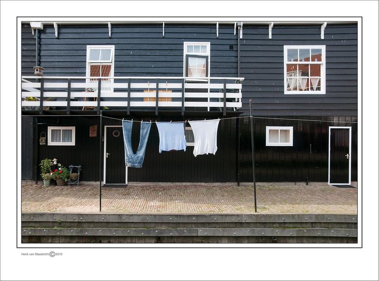 Marken-20 - Nog een paar Markense vlaggen om de 20 vol te maken.