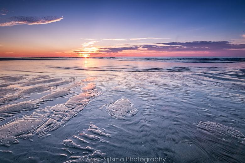 Opkomend water tijdens zonsondergang