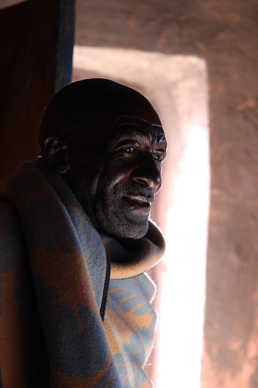 Stamhoofd - De stamhoofd nodigde ons uit zodat we wat meer te horen kregen over hoe het er in zijn dorp aan toe gaat. Erg bijzonder.