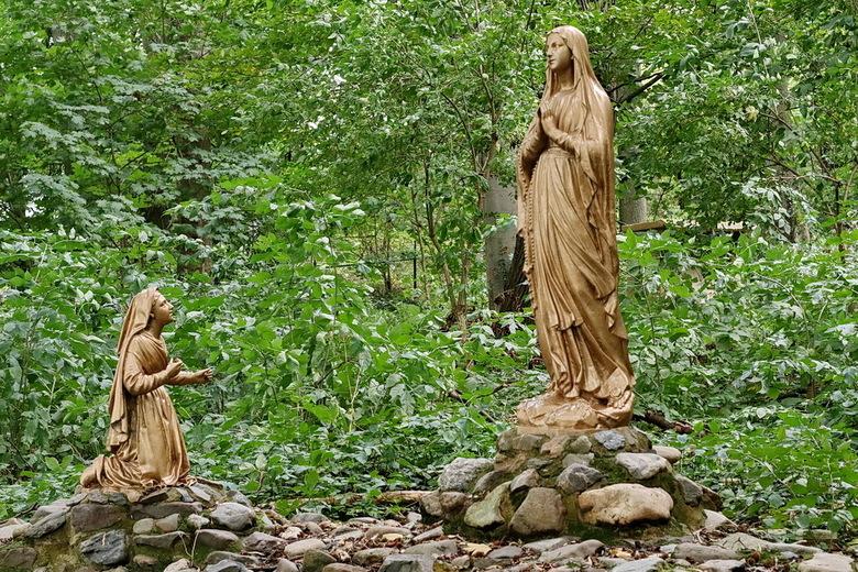 Kloosterpark Vaals. - In een groot park inclusief bos zij er verschillende oude en moderne heiligenbeelden te zien.<br /> Bijzonder is er ook een Mar