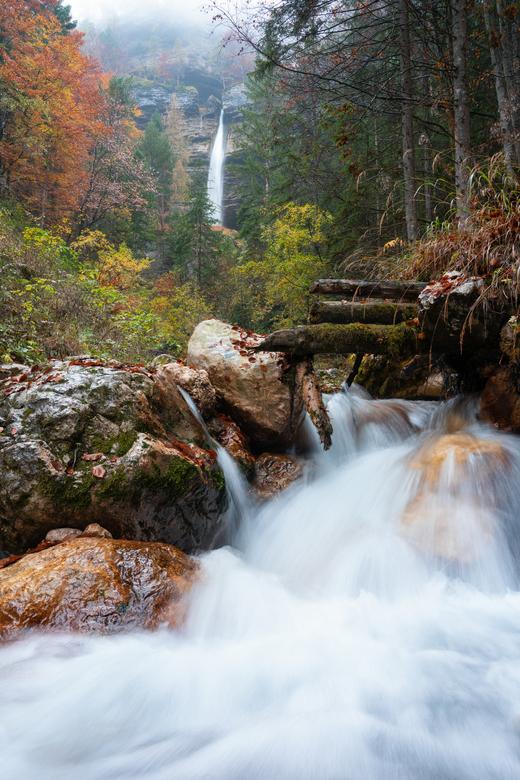 Pericnik waterval - De pericnik waterval. Misschien wel een van de mooiste watervallen in Slovenië, gefotografeerd tijdens een herfstachtige namiddag.