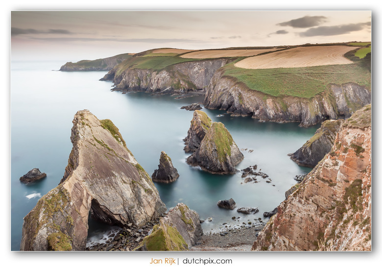 Nohoval Cove - Nohoval Cove, bij Rennies in county Cork in Ierland.