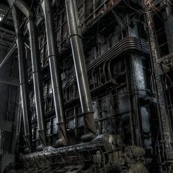 Buizen in een verlaten electrisiteitcentrale