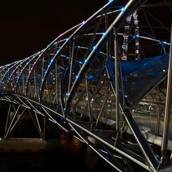 De lichtjes van de dubbele helix brug (Singapore)