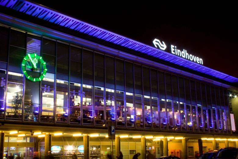 Station Eindhoven - Vast niet de eerste, zeker niet de laatste van NS station Eindhoven. Mooi in de nacht.