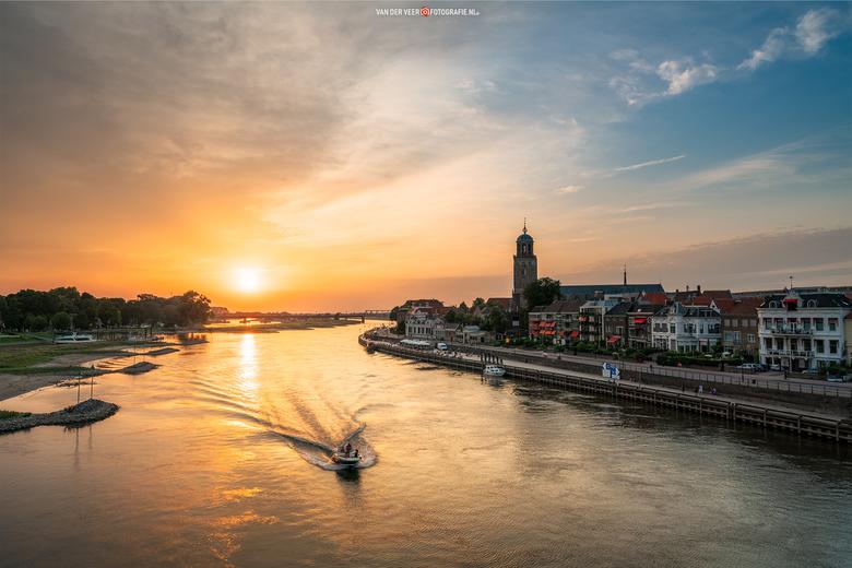 """Deventer kade - Deventer vanaf de Wilhelminabrug gisteravond.<br /> <br /> Groeten Frederik<br /> Volg <a href=""""http://www.vanderveerfotografie.nl"""""""