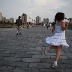 Dansjes op de eeuwenoude stadsmuur van Xi'an