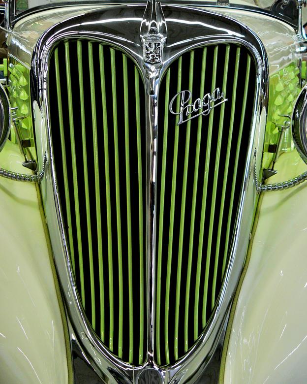 Peugeot - Voorkant Peugeot genomen op de autoshow in Essen, Duitsland