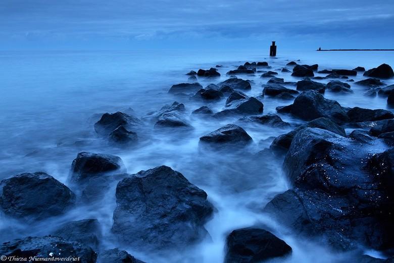 Floating Rocks - Spelen met lange sluitertijden aan de kust bij Zeeland, tijdens een leuke en leerzame fotoworkshop.<br /> De rotsen van de pier lijk