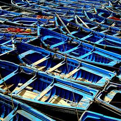 blauwe vissersbootjes