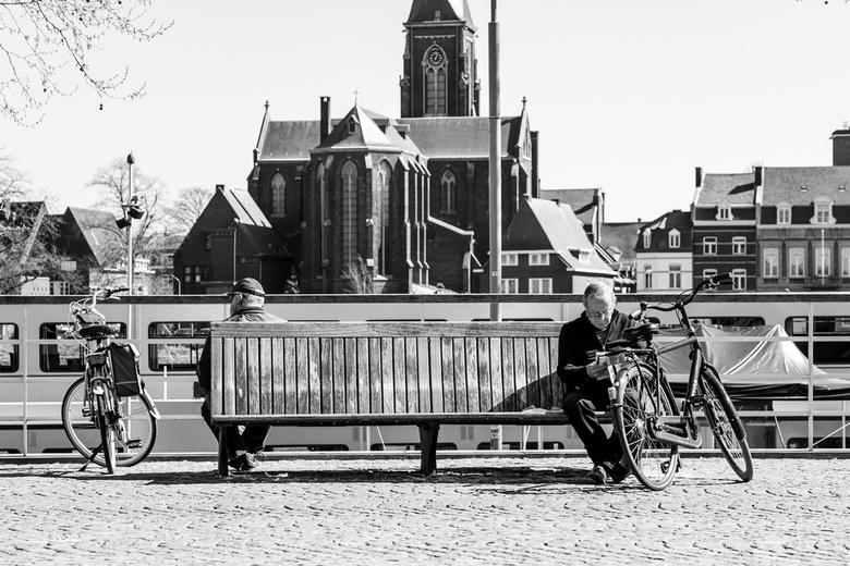 365BFD6A-6305-4684-AAD2-C2455AF80ADA - Een zonnige zaterdagmiddag in Maastricht. 1,5 meter maatschappij als nieuwe werkelijkheid.