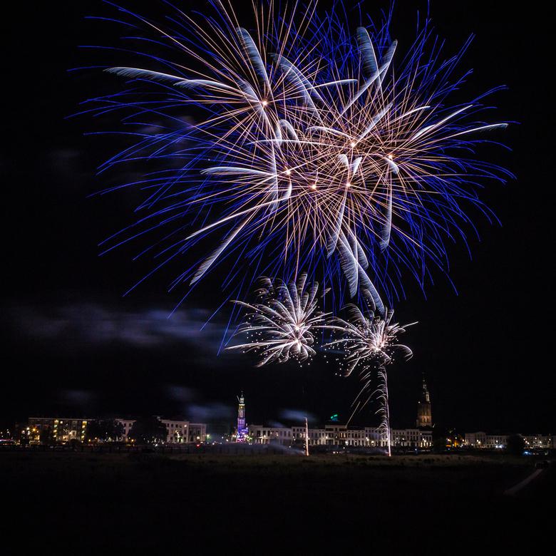 Vuurwerkshow Zutphen 2019 - Eén keer per jaar is er de kermis en feestweek in Zutphen, op de vrijdagavond is er dan de vuurwerkshow. Even een kwartier