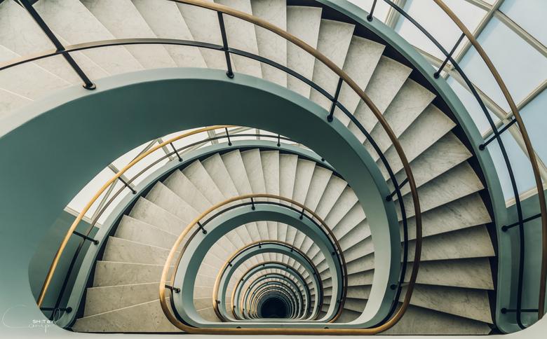 Staircase - Nog eentje van de mooie trappenhal van Den Bell in Antwerpen.<br /> <br /> More photo&#039;s at Shot by Canipel:<br /> https://www.face