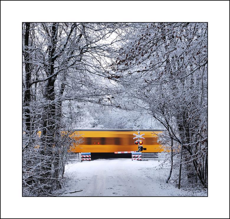 Wintertrein - Ondanks de vele sneeuw blijft de stoptrein Raalte - Zwolle gewoon rijden.<br /> Een ieder wens ik een prettig weekend.......gr Gerard