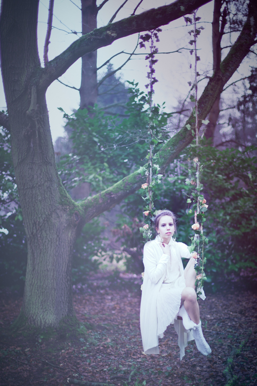 once a little girl, in her little dreams - model: Sanne R<br /> mu: Sanne R<br /> styling: Sarah Degraeve<br /> <br /> photo &amp; edit: Leentje S