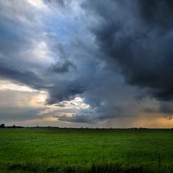 Donkere wolken in de polder