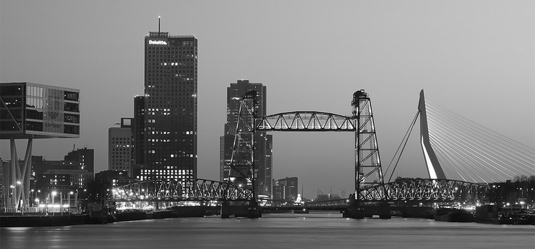 Rotterdam  - Rotterdam bij avondschemer