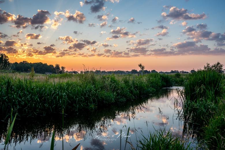 Sky Reflections  - Zonsopgang met mooie reflectie in het water