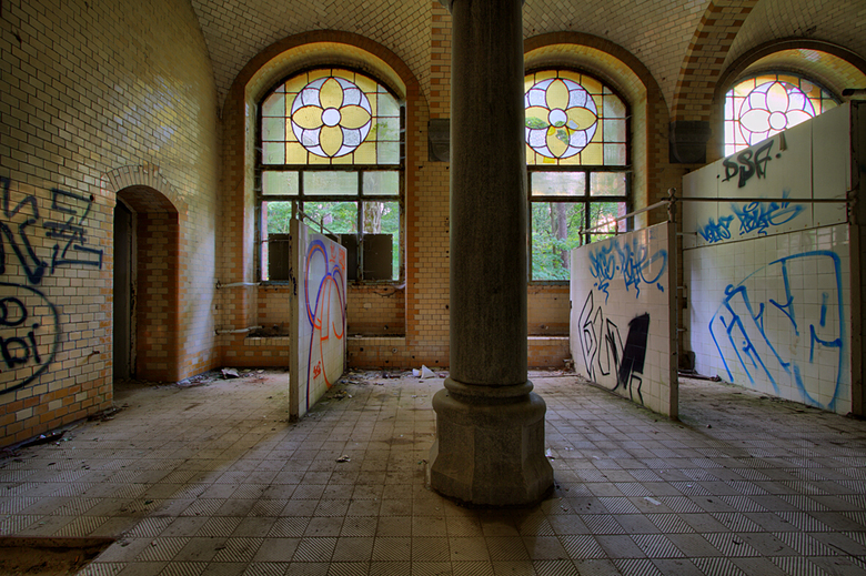 Beelitz 31 - Op 20-6-2009 hebben Jos,Ewout en ik ook een bezoek gebracht aan Beelitz Heilstatten.<br /> <br /> Ik ga me de nummering door, waarbij i