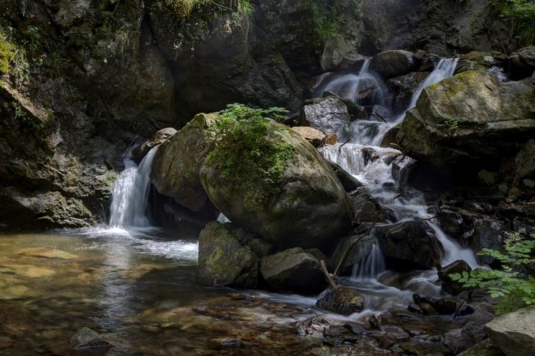 Italië 130 - Een klein watervalletje iets verder stroomafwaarts.