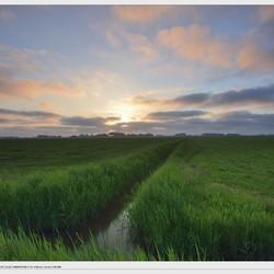 Voorjaarsavond - zonsondergang noord Friesland