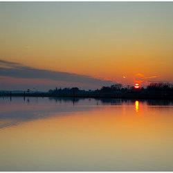 Zonsondergang aan de Maas in Belfeld