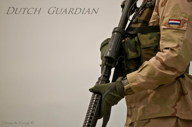 Dutch Guardian - Hollandse Verdediging.