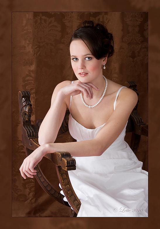 Betoverend - Model: Rowan (DH: Lovelyro)<br /> MUA: Monique van &#039;t Veer<br /> Trouwjurk: A Cinderella Store<br /> <br /> Op initiatief van Mo
