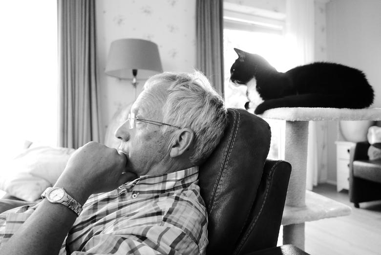 """Baasje en zun Kat - Waarde - Mijn vader en onze kat """"Novy""""."""