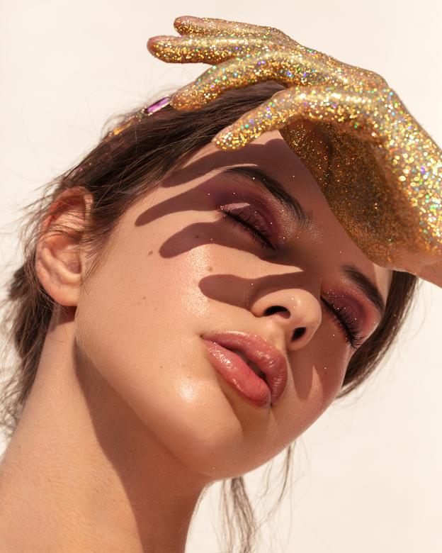 Glitters and sunny days - Fotograaf - Karin van Berkel<br /> Visagiste - Lotte Concepts<br /> Model - Yasmina @ Elite Amsterdam
