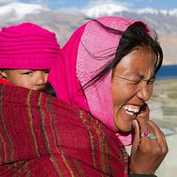 Lachende vrouw Himalaya